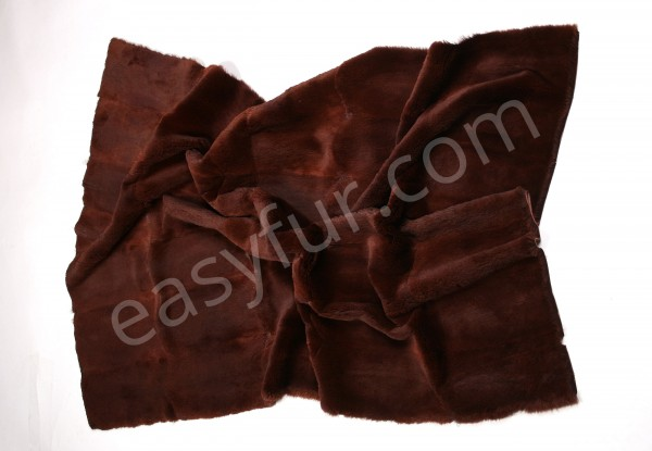 Muskrat Fur Plate in red brown - sheared (Fur Harvesters)